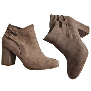 Bamboo Faux Suede Heeled Ankle Boots Brown 10